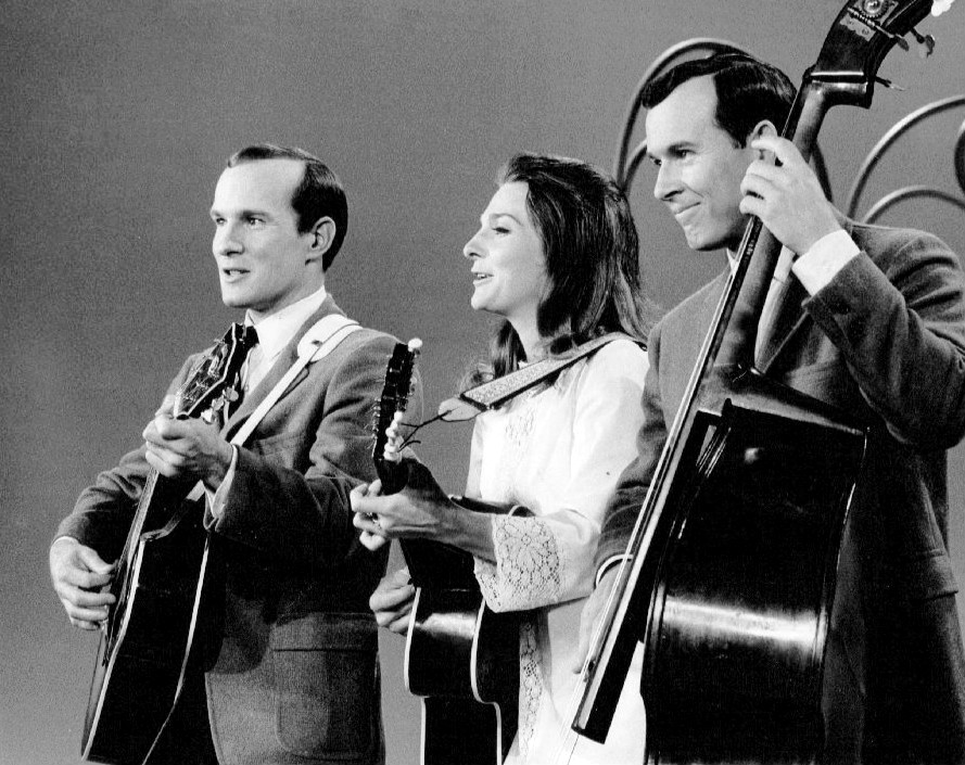 Judy_Collins_with_Tom_and_Dick_Smothers_1967